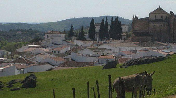 pueblo de la sierra morena de Sevilla