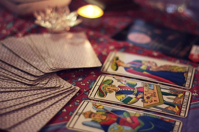 fortune-telling-2458920_640