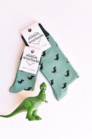 calcetines de fondo verde con dinosaurios verde oscuro