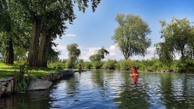 canoeing-2149703_640