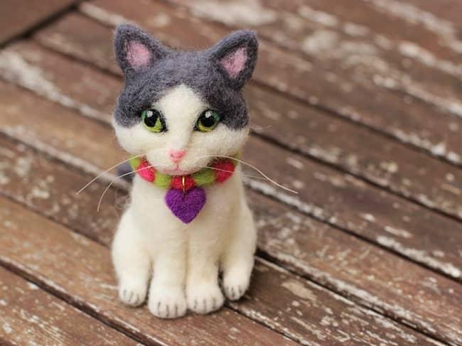 gato fieltro con aguja