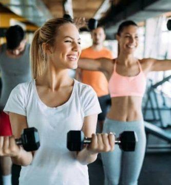 hacer deporte en casa o en un gimnasio